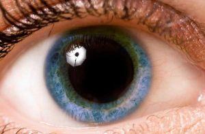 olho pupila grande